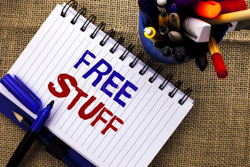 Κείμενο γραψίματος λέξης ελεύθερη ουσία Επιχειρησιακή έννοια για συμπληρωματικός χωρίς απλήρωτο Chargeless δαπανών ανέξοδο δωρεάν στοκ φωτογραφίες με δικαίωμα ελεύθερης χρήσης