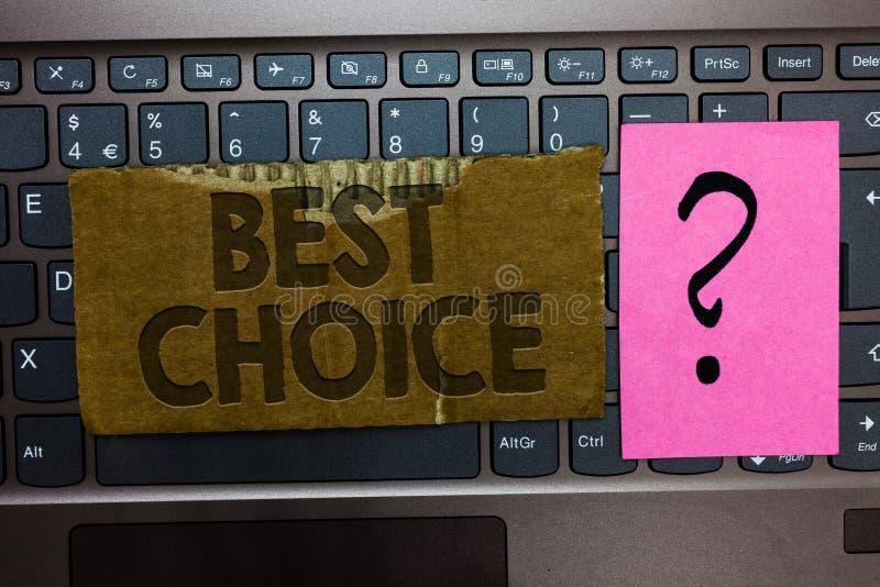 Κείμενο γραψίματος λέξης καλύτερη επιλογή Επιχειρησιακή έννοια για την πράξη της επιλογής ή της απόφασης μεταξύ δύο ή περισσότερω στοκ φωτογραφία