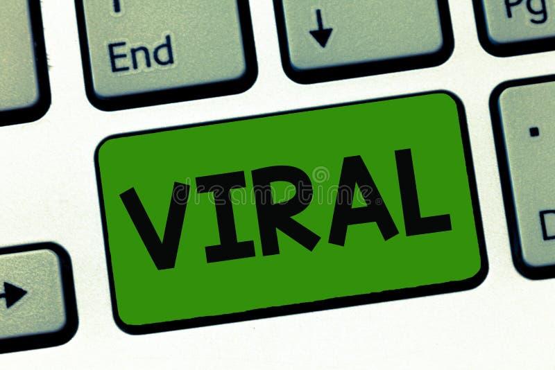 Κείμενο γραψίματος λέξης προερχόμενο από ιό Επιχειρησιακή έννοια για κυκλοφορημένος γρήγορα και ευρέως από έναν χρήστη του Ίντερν στοκ φωτογραφία με δικαίωμα ελεύθερης χρήσης