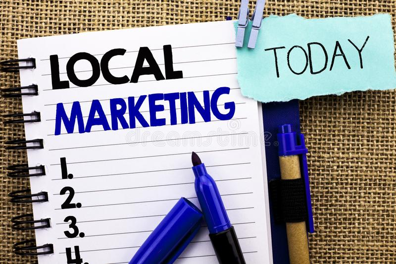 Κείμενο γραψίματος λέξης τοπικό μάρκετινγκ Επιχειρησιακή έννοια τις περιφερειακές εμπορικές τοπικά ανακοινώσεις διαφήμισης που γρ στοκ φωτογραφία με δικαίωμα ελεύθερης χρήσης