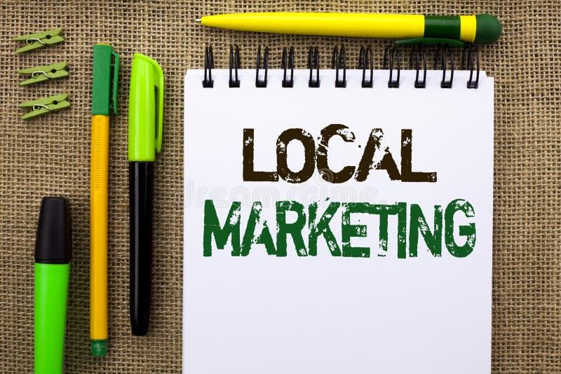 Κείμενο γραψίματος λέξης τοπικό μάρκετινγκ Επιχειρησιακή έννοια τις περιφερειακές εμπορικές τοπικά ανακοινώσεις διαφήμισης που γρ στοκ φωτογραφία