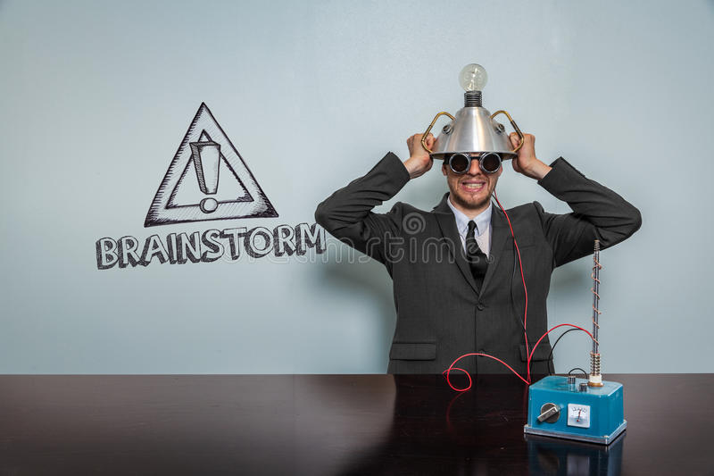 Κείμενο καταιγισμού ιδεών με τον εκλεκτής ποιότητας επιχειρηματία στοκ φωτογραφία με δικαίωμα ελεύθερης χρήσης