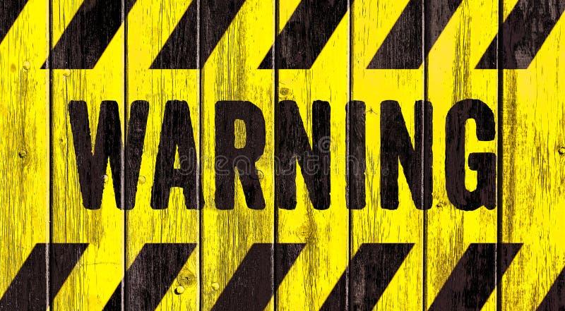 Κείμενο λέξης σημαδιών κινδύνου προειδοποίησης ως διάτρητο με τα κίτρινα και μαύρα λωρίδες που χρωματίζονται στο ξύλινο τοίχων σα στοκ εικόνες με δικαίωμα ελεύθερης χρήσης