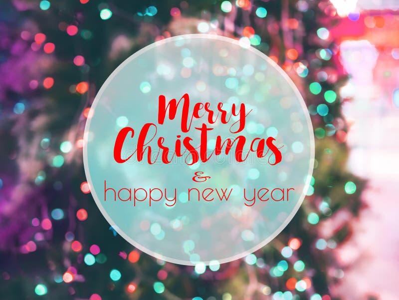 Κείμενο Χαρούμενα Χριστούγεννας ANS καλή χρονιά στο υπόβαθρο bokeh στοκ φωτογραφίες με δικαίωμα ελεύθερης χρήσης