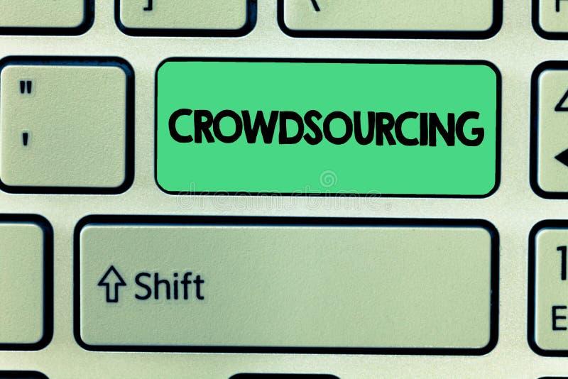 Κείμενο Crowdsourcing γραψίματος λέξης Επιχειρησιακή έννοια για τη λήψη των πληροφοριών εργασίας από μια μεγάλη ομάδα παρουσίασης διανυσματική απεικόνιση