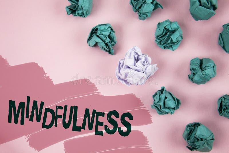 Κείμενο Mindfulness γραφής Η σημασία έννοιας που είναι συνειδητή ηρεμία συνειδητοποίησης δέχεται τις σκέψεις και τα συναισθήματα  στοκ εικόνες με δικαίωμα ελεύθερης χρήσης