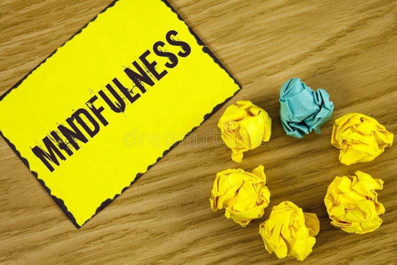 Κείμενο Mindfulness γραφής Η σημασία έννοιας που είναι συνειδητή ηρεμία συνειδητοποίησης δέχεται τις σκέψεις και τα συναισθήματα  στοκ φωτογραφίες
