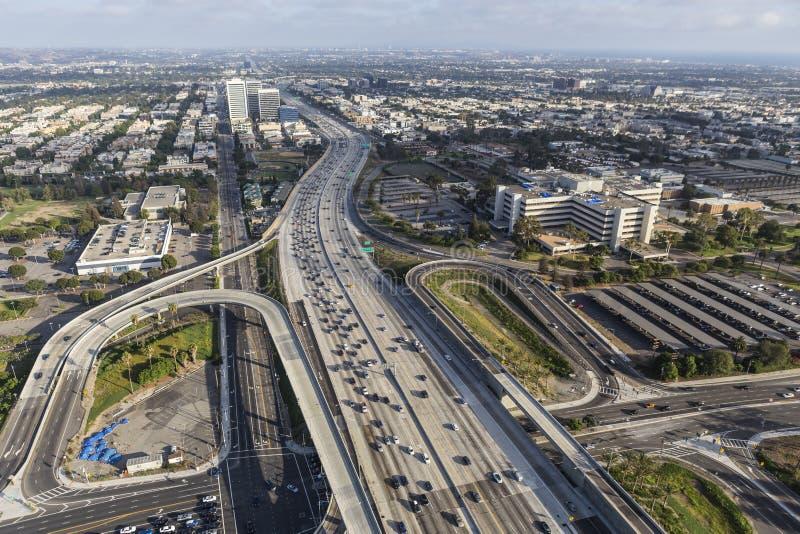 Κεκλιμένες ράμπες Blvd Wilshire στο Σαν Ντιέγκο 405 αυτοκινητόδρομος σε δυτικό Los ANG στοκ φωτογραφία με δικαίωμα ελεύθερης χρήσης