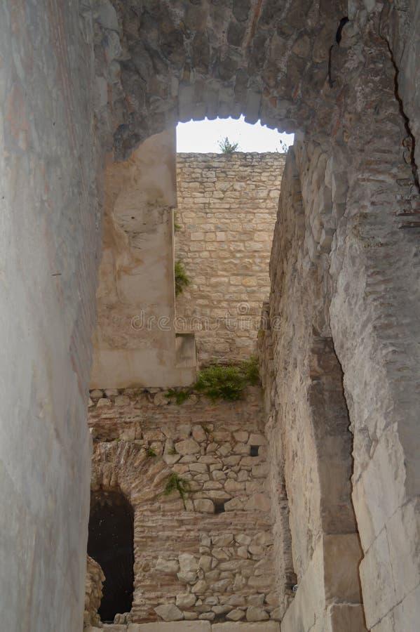 Κελάρια του παλατιού Diocletian στη διάσπαση στις 15 Ιουνίου 2019 Μερικά episods του παιχνιδιού των θρόνων το θόριο στοκ φωτογραφία με δικαίωμα ελεύθερης χρήσης