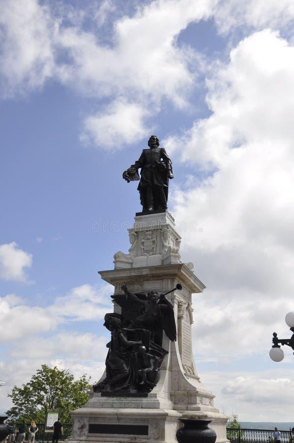 Κεμπέκ, στις 29 Ιουνίου: Samuel de Champlain Monument του πεζουλιού Dufferin από την πόλη του Κεμπέκ στον Καναδά στοκ εικόνα