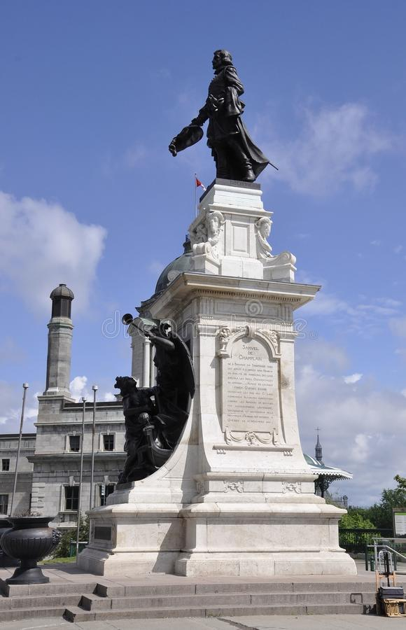 Κεμπέκ, στις 29 Ιουνίου: Samuel de Champlain Monument του πεζουλιού Dufferin από την πόλη του Κεμπέκ στον Καναδά στοκ φωτογραφία με δικαίωμα ελεύθερης χρήσης
