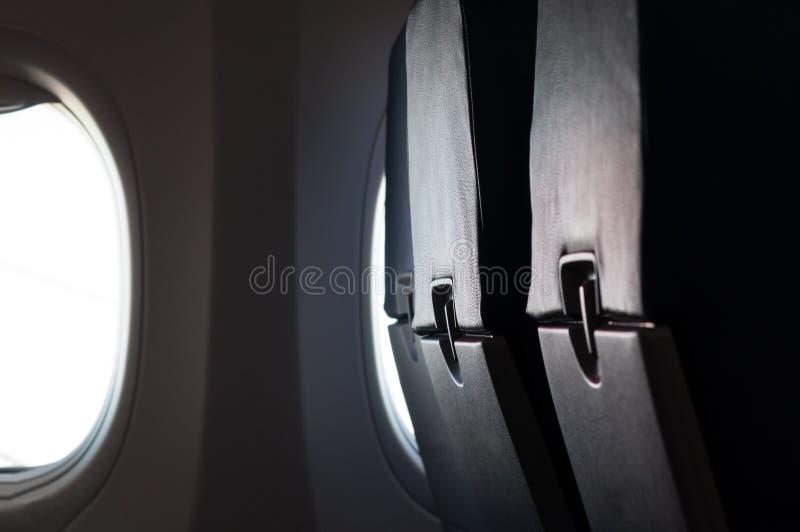 Κενά καθίσματα αεροπλάνων με το παράθυρο στην καμπίνα στοκ εικόνες με δικαίωμα ελεύθερης χρήσης