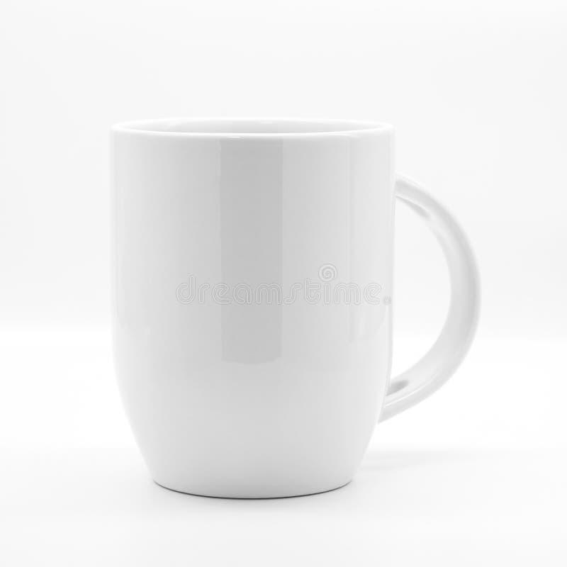 Κενά κούπα και κουτάλι καφέ στα σύγχρονα άσπρα σκηνικά Κενό φλυτζάνι τσαγιού για το σχέδιό σας ελεύθερη απεικόνιση δικαιώματος