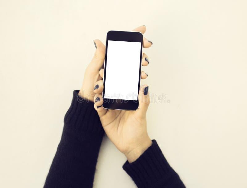 Κενά χέρια τηλεφώνων και κοριτσιών κυττάρων στοκ εικόνες
