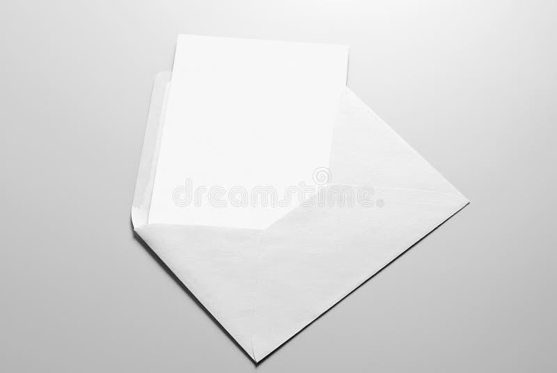 Κενά χαρτικά: κάρτα και φάκελος στοκ φωτογραφία