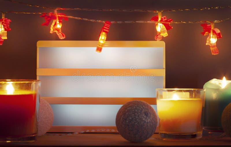Κενές διακοσμήσεις lighbox και Χριστουγέννων με τα κεριά στοκ φωτογραφία με δικαίωμα ελεύθερης χρήσης