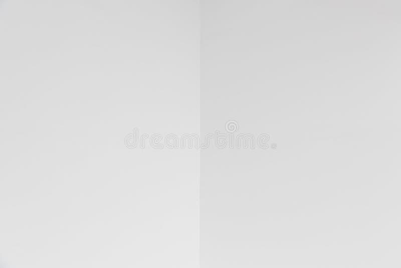 Κενή γωνία του άσπρης τοίχου ή της οροφής με το copyspace στοκ φωτογραφία