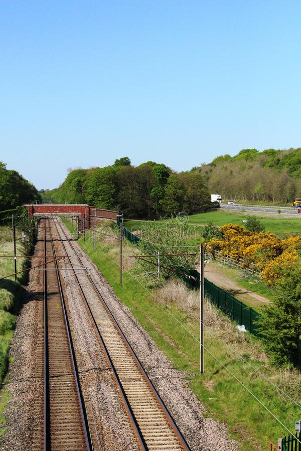 Κενή ευθεία κύρια γραμμή δυτικών ακτών διαδρομής σιδηροδρόμων στοκ εικόνες