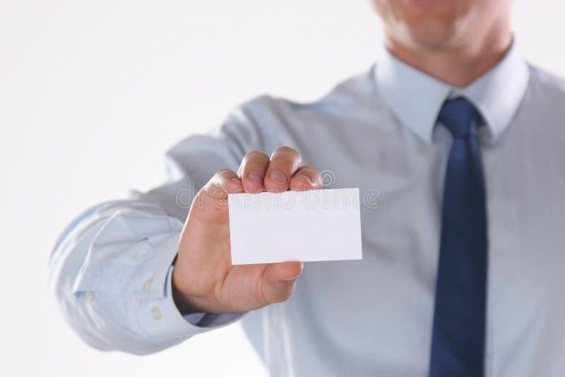 Κενή κάρτα επίσκεψης εκμετάλλευσης επιχειρηματιών που απομονώνεται στο άσπρο υπόβαθρο στοκ φωτογραφία με δικαίωμα ελεύθερης χρήσης
