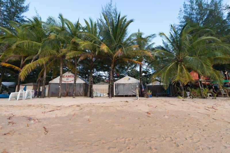 Κενή και βρώμικη περιοχή παραλιών κατά τη διάρκεια του χαμηλού τουρίστα και της περιόδου βροχών στοκ εικόνα με δικαίωμα ελεύθερης χρήσης