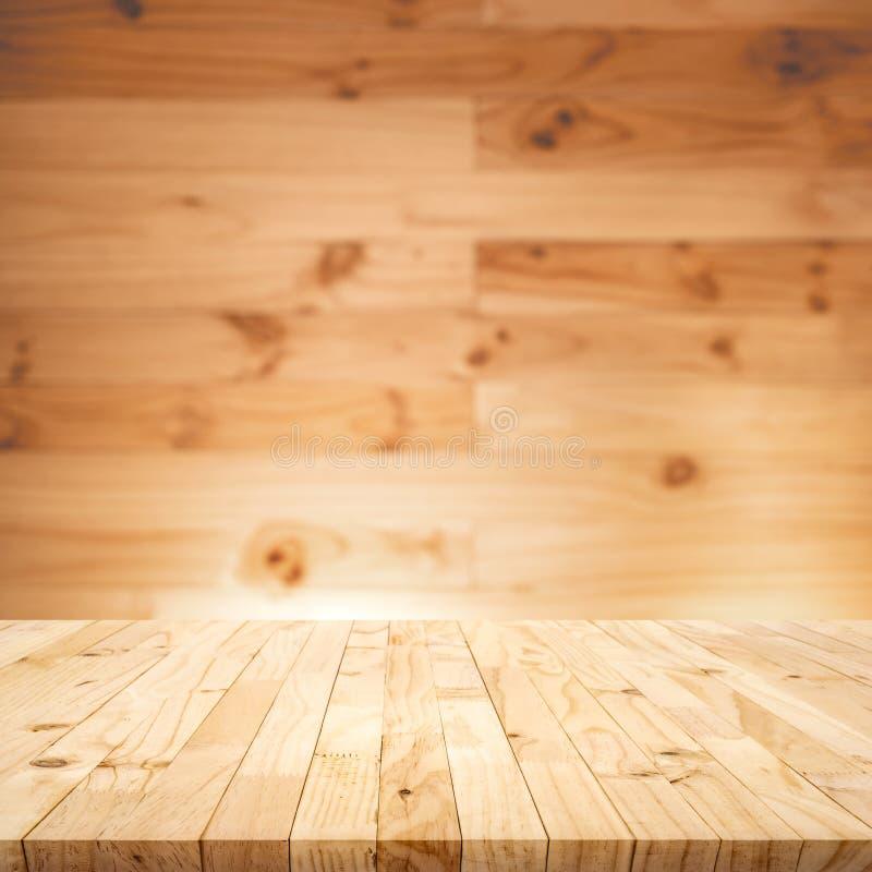 Κενή ξύλινη επιτραπέζια κορυφή στο ξύλινο υπόβαθρο τοίχων Για την επίδειξη προϊόντων montage ή βασικό οπτικό σχεδίου στοκ εικόνες