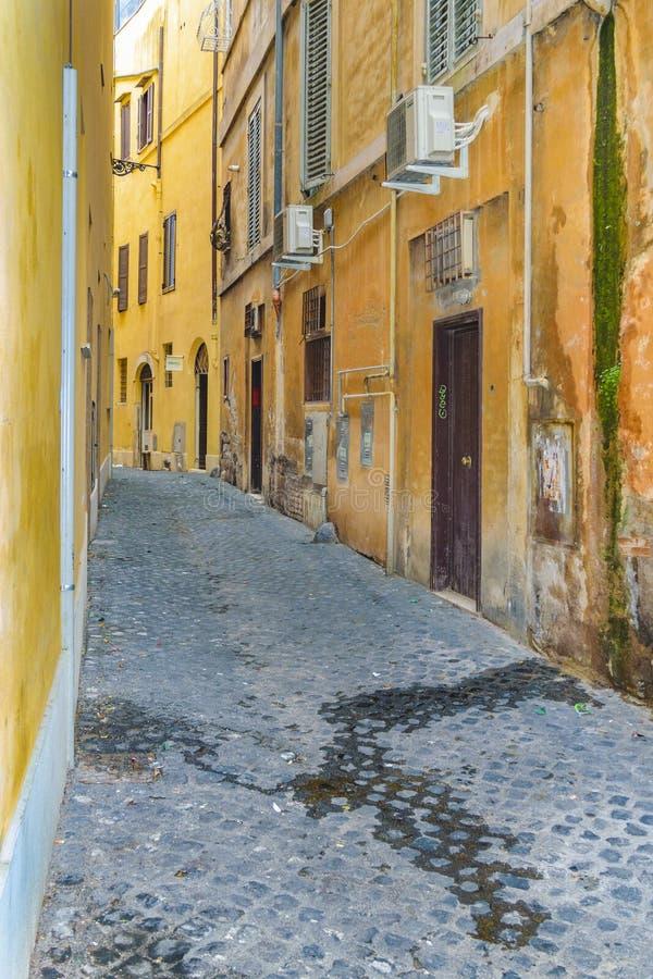 Κενή οδός στη Ρώμη κεντρικός στοκ εικόνα με δικαίωμα ελεύθερης χρήσης