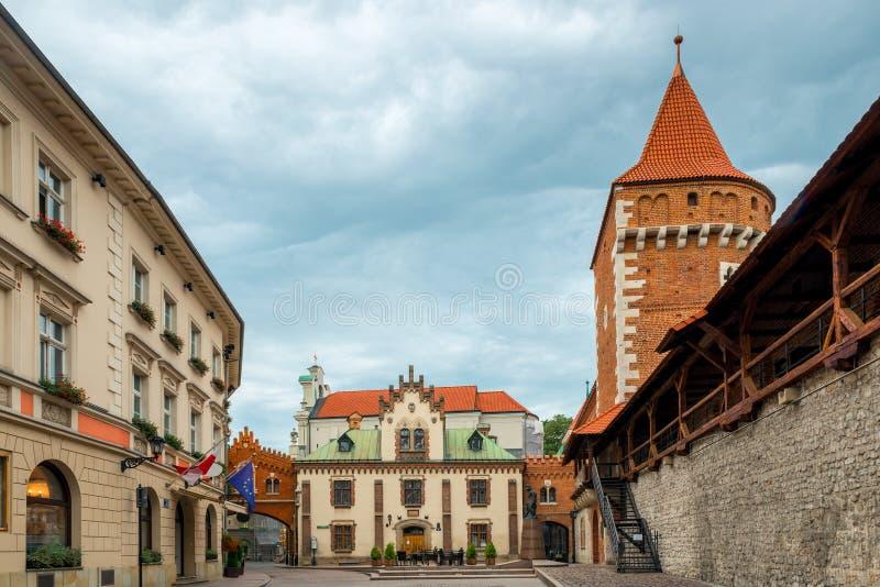 Κενή οδός της παλαιάς ευρωπαϊκής πόλης στοκ φωτογραφίες