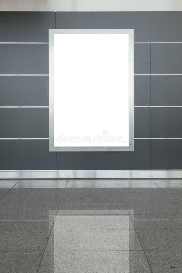 Κενή πίνακας διαφημίσεων ή αφίσα στην αίθουσα στοκ φωτογραφία με δικαίωμα ελεύθερης χρήσης