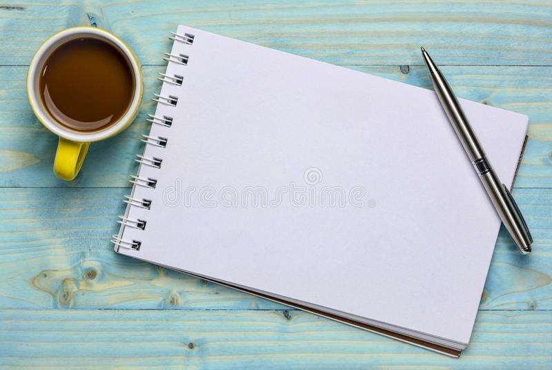 Κενή σπειροειδής τέχνη sketchbook στοκ εικόνα με δικαίωμα ελεύθερης χρήσης