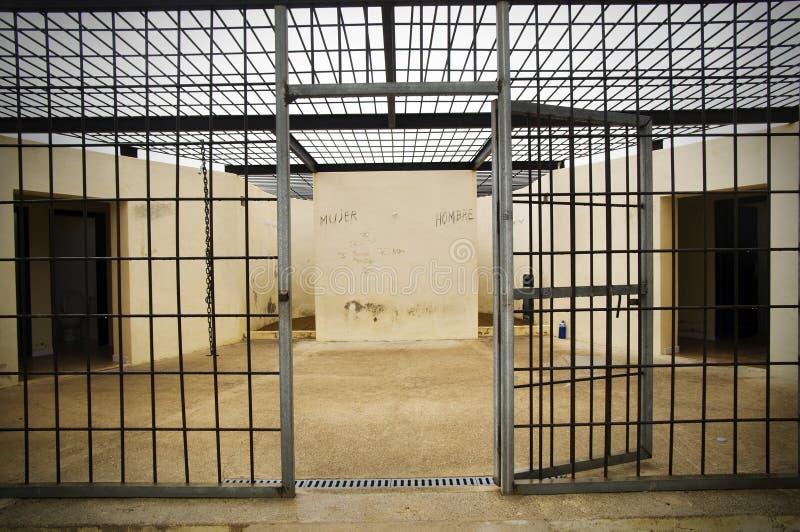 κενή φυλακή κλουβιών στοκ εικόνα με δικαίωμα ελεύθερης χρήσης