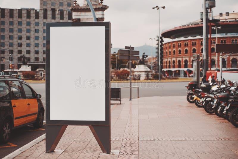 Κενή χλεύη επάνω στο έμβλημα για τη διαφήμισή σας στοκ εικόνα
