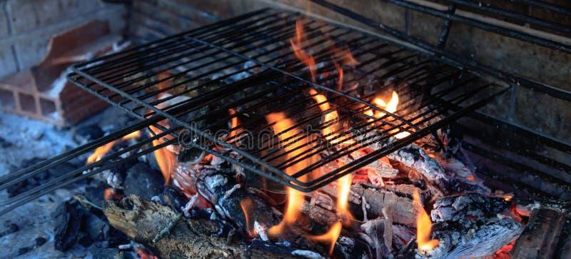 Κενή BBQ ξυλάνθρακα σχάρα στοκ φωτογραφία με δικαίωμα ελεύθερης χρήσης