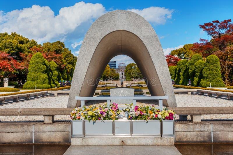 Κενοτάφιο στο αναμνηστικό πάρκο ειρήνης της Χιροσίμα στοκ εικόνα