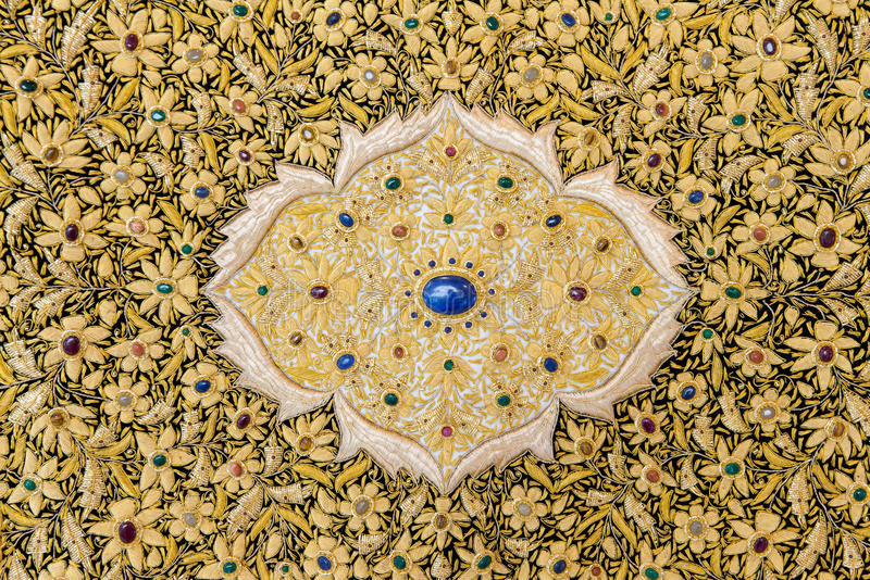 Download κεντημένο χρυσό νήμα ταπήτων Στοκ Εικόνα - εικόνα από ντεκόρ, λουλούδια: 22783421