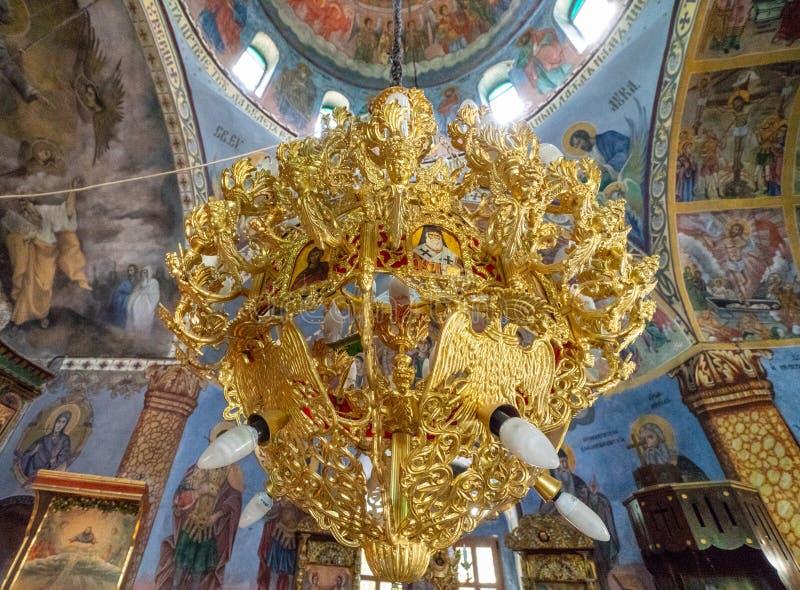 Κεντρικός πολυέλαιος ναών στον καθεδρικό ναό του μοναστηριού Sokolinsky, Βουλγαρία στοκ φωτογραφία με δικαίωμα ελεύθερης χρήσης