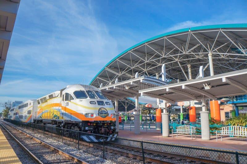Κεντρικός σταθμός λυγξ, τραίνο SunRail, τερματικό λεωφορείων λυγξ, Ορλάντο Φλώριδα στοκ φωτογραφίες με δικαίωμα ελεύθερης χρήσης