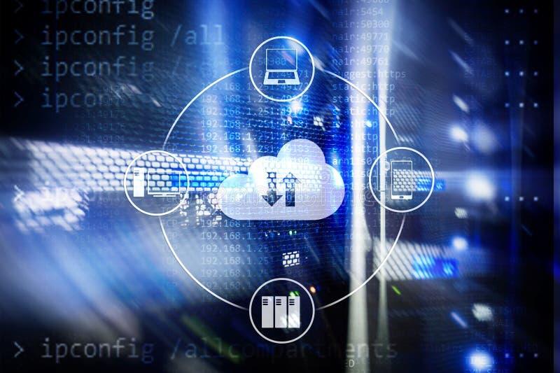 Κεντρικός υπολογιστής και υπολογισμός σύννεφων, αποθήκευση στοιχείων και επεξεργασία Διαδίκτυο και έννοια τεχνολογίας απεικόνιση αποθεμάτων