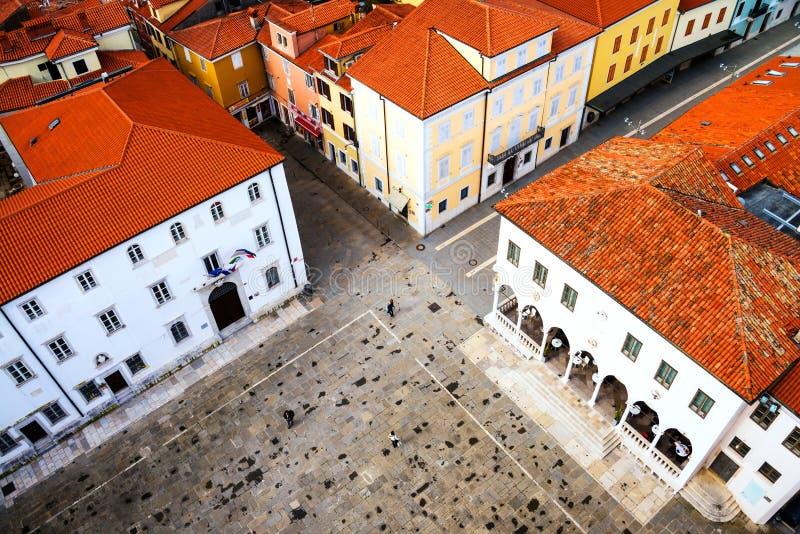 Κεντρικό τετράγωνο της παραλιακής πόλης Koper στη Σλοβενία στοκ εικόνα με δικαίωμα ελεύθερης χρήσης