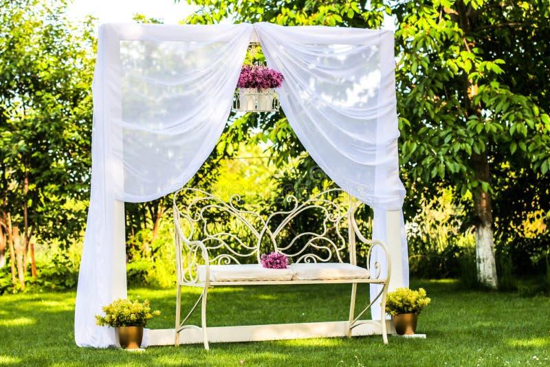 Κενός γαμήλιος πάγκος στοκ εικόνες