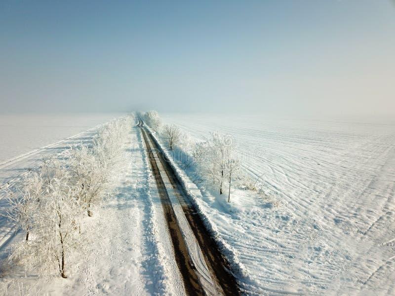 Κενός δρόμος στο χειμώνα στοκ εικόνες με δικαίωμα ελεύθερης χρήσης