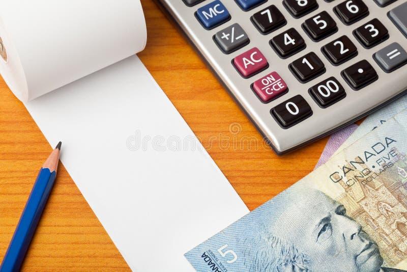 Κενός κατάλογος με τα καναδικά δολάρια και τον υπολογιστή στοκ εικόνες