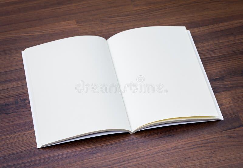 Κενός κατάλογος, περιοδικά, χλεύη βιβλίων επάνω στο ο στοκ φωτογραφία με δικαίωμα ελεύθερης χρήσης
