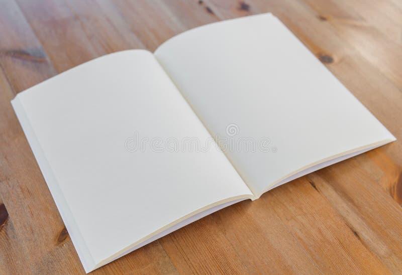 Κενός κατάλογος, περιοδικά, χλεύη βιβλίων επάνω στοκ εικόνα