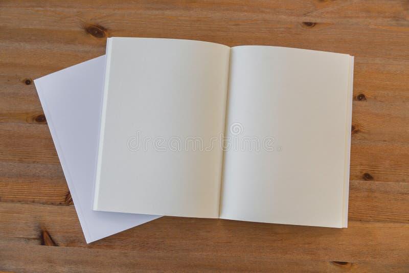 Κενός κατάλογος, περιοδικά, χλεύη βιβλίων επάνω στοκ εικόνα με δικαίωμα ελεύθερης χρήσης