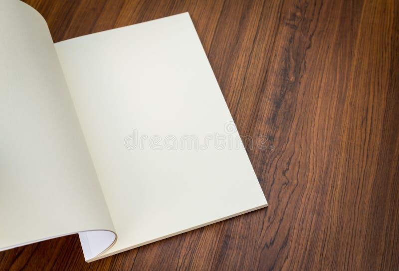 Κενός κατάλογος, περιοδικά, χλεύη βιβλίων επάνω στοκ φωτογραφία