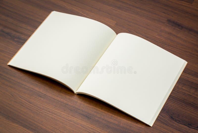 Κενός κατάλογος, περιοδικά, χλεύη βιβλίων επάνω στοκ φωτογραφίες
