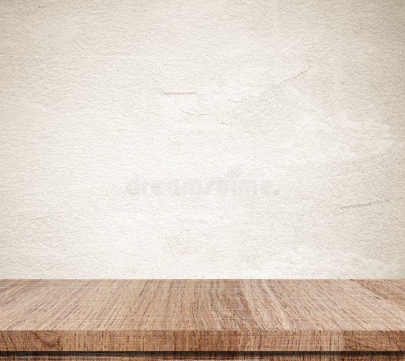 Κενός ξύλινος πίνακας πέρα από το υπόβαθρο τοίχων τσιμέντου grunge, προϊόν δ στοκ φωτογραφίες με δικαίωμα ελεύθερης χρήσης