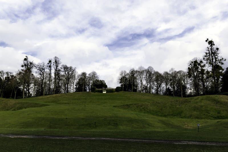 Κενός πάγκος πάνω από το λόφο στον κήπο τοπίων Claremont στοκ εικόνες με δικαίωμα ελεύθερης χρήσης