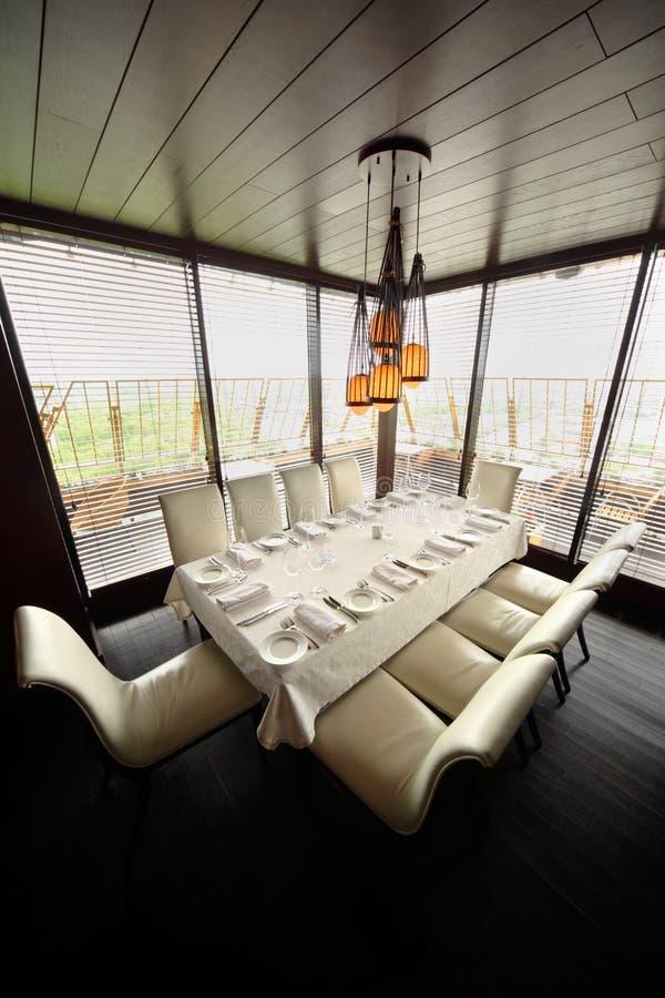 κενός πίνακας δέκα εστιατορίων εδρών λευκό στοκ εικόνες