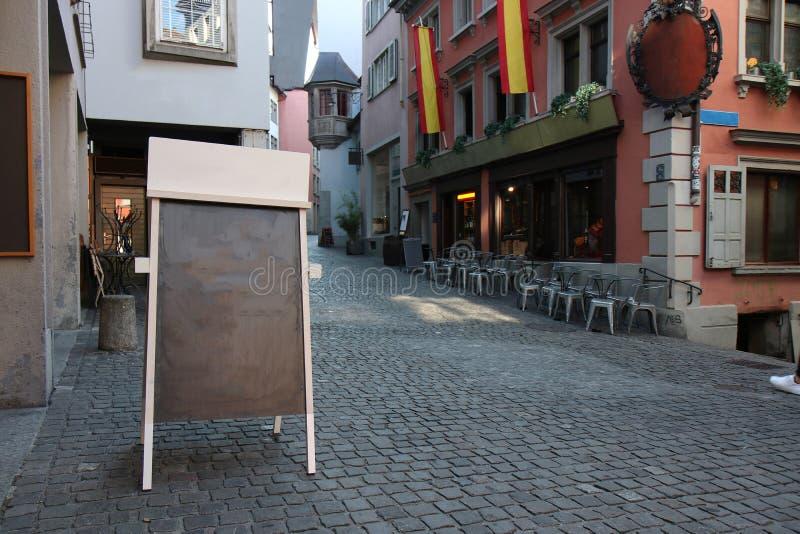 Κενός πίνακας διαφήμισης στην οδό στοκ φωτογραφία με δικαίωμα ελεύθερης χρήσης